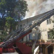 В Одесі загорілася багатоповерхівка: гасять десять машин