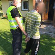 На Франківщині вирощувач коноплі стріляв у поліцейських і погрожував гранатою (ФОТО, ВІДЕО)
