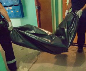 У Франківську в зачиненій квартирі знайшли мертву жінку