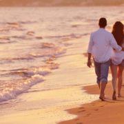 """В Одесі парочка зайнялася """"гарячими"""" розвагами на пляжі – навколо були натовпи людей"""