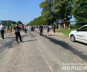 На Івано-Франківщині люди перекрили дорогу регіонального значення: відома причина (фото)