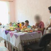 На Прикарпатті горе-матері повернули п'ятьох малолітніх дітей (ВІДЕО)