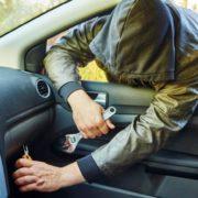 Хотів справити враження на дівчину: у Франківську п'яний підліток викрав авто