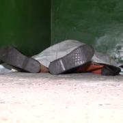 Пролежала 5 годин: медики залишили мертву жінку у під'їзді, бо боялися коронавірусу. Відео