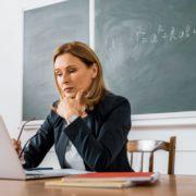 У Міносвіти розповіли про премії вчителям за дистанційну роботу