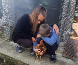 В онкохворого хлопчика з Прикарпаття згоріла хата, родині потрібна допомога