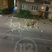 У Івано-Франківську жінка з багатоповерхівки разом з речами викинула на дорогу кота (ВІДЕО) (ОНОВЛЕНО)