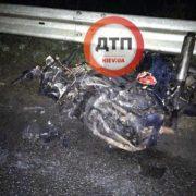 Частини тіла розлетілися на десятки метрів: в ДТП з мотоциклом загинули хлопець і дівчина, фото