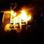 Чотири автобуси згоріли: на Івано-Франківщині спалахнула пожежа (фото і відео)
