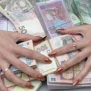 """На Прикарпатті працівниця """"Приватбанку"""" вкрала на роботі 130 тисяч гривень"""