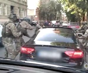У Львові затримали наркоділків, які виготовляли метадон у місцевому університеті. Відео