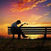 Вчені назвали вік, у якому людина найбільш нещасна