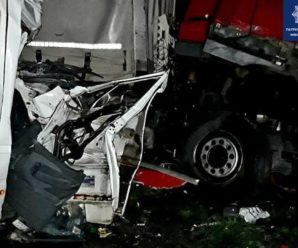 Їхали з відпочинку з-за кордону, а зустріли смерть: з'явилося відео страшної автотрощі на Київщині
