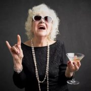 Пенсійний вік жінок змінять: кому дозволять іти на пенсію у 55 років