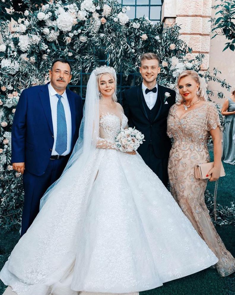 Знімок з весілля Гросу і Комкова.