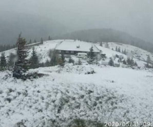 В горах на Прикарпатті сніжить і мороз