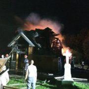 У селищі на Прикарпатті згоріла 170-річна дерев'яна церква (ФОТО)
