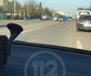Випала на проїзну частину та потрапила під колеса автомобіля: У Франківську смертельна аварія