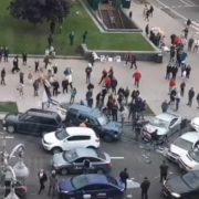 На Майдані Незалежності джип пролетів по тротуару та зніс людей. Є загиблі (ВІДЕО)