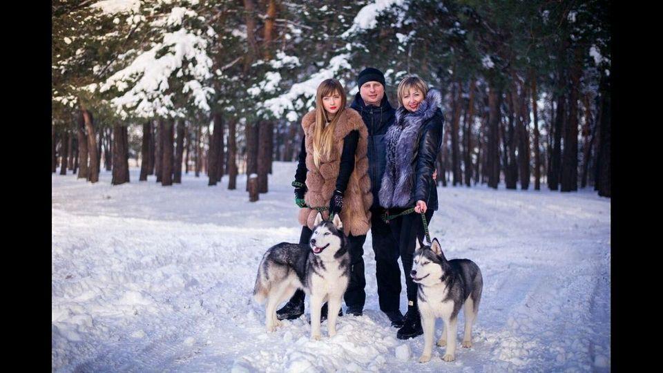Настя (зліва) була єдиною дочкою у батьків Дмитра і Любові
