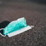 За маски на підборіддях штрафуватимуть: озвучені суми