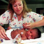 20 років тому дівчина врятувала заживо закопане немовля. Він виріс і віддячив своїй рятівниці