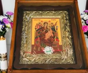 У храмі Тернопільщини ікона Божої Матері заплакала, як жива жінка: кадри дива