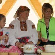 Леся Нікітюк підкорила Карпати на маршрутці