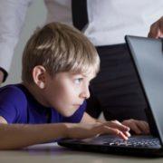 Як уберегти дитину від небезпек в інтернеті: МОН розробило поради для вчителів і батьків