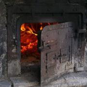 На Прикарпатті судитимуть чоловіка, який спалив бюлетень тещі