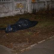 Біля лікарні помер чоловік: впав, не дійшовши кількох метрів