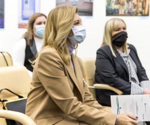 У мережі обговорюють образ Олени Зеленської на зустрічі з послом Аргентини – перша леді обрала колір карамелі