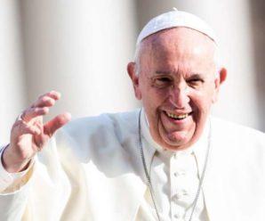 Папа Римський вподобав оголене фото моделі: у Ватикані скандал