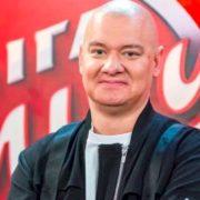 """Зірка студії """"Квартал 95"""" Євген Кошовий відростив волосся (фото)"""