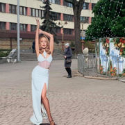 У центрі Франківська встановили фотозону з фігурами відомих людей (ФОТО)