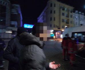 У Франківську група чоловіків вчинила бійку: потерпілого забрала швидка (ФОТО)