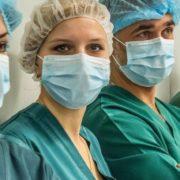 Українські медики запустили флешмоб, вимагаючи обіцяних зарплат