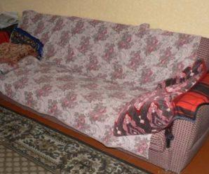 Дворічну дитину на смерть затисло диваном. ФОТО