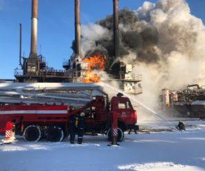 """У Калуші сталася пожежа на """"Карпатнафтохімі"""" – полум'я гасили понад пів сотні рятувальників (ФОТО, ВІДЕО)"""