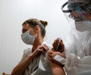 Повідомили про перший побічний ефект від вакцини проти ковіду