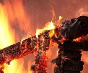 На Прикарпатті через пожежу семеро людей залишилися без даху над головою (ВІДЕО)