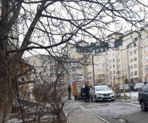 У Франківську за зачиненими дверима виявили тіло жінки (ФОТО)