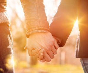 Обоє не готові до серйозних стосунків. До одруження, вірності, до спільного життя. Такі травмовані