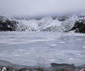 Туристи з України провалилися під кригу на озері у польських Татрах