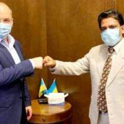 """Україна купила """"каламутну"""" індійську вакцину, яку бідним країнам просто дарують"""