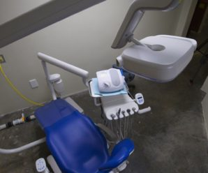 Лікарка-стоматологиня шарпала і лупцювала дітей та била їх головою об кушетку (відео)
