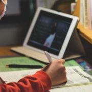З понеділка у Франківську учнів 1-4 класів переводять на дистанційне навчання