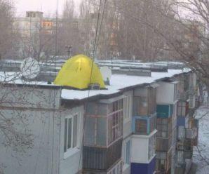 Карлсон уже не той: в мережі обговорюють появу намету на даху багатоповерхівки на Івано-Франківщині