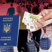 Податок на заробітчан: українців, які працюють за кордоном, зобов'язали подавати звіт до податкової