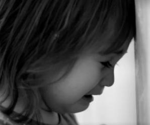 Залишили помирати у холодному приміщенні: батьки покинули малих дітей